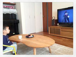 BABYMETALのライブDVDを鑑賞する4歳児