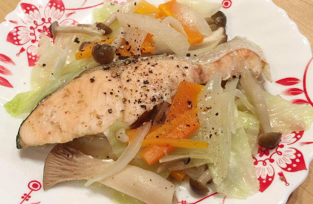 シリコンスチーマーレシピ「鮭と野菜の白ワイン蒸し」