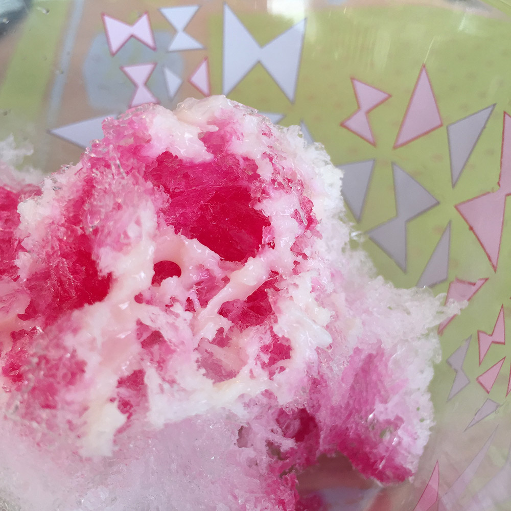 電動かき氷機で作った練乳いちごかき氷